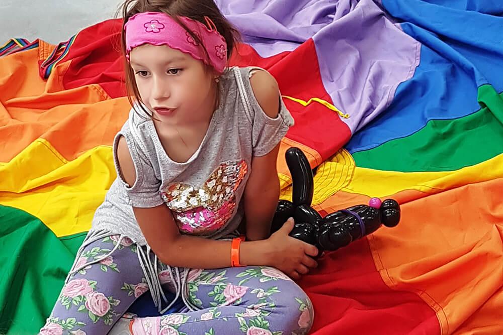 Dzień dziecka dla dzieci tapicerów, krawcowych i krawców, krojczych i krojczyń, stolarzy, montażystów i klejarzy pianki w Zaparoh